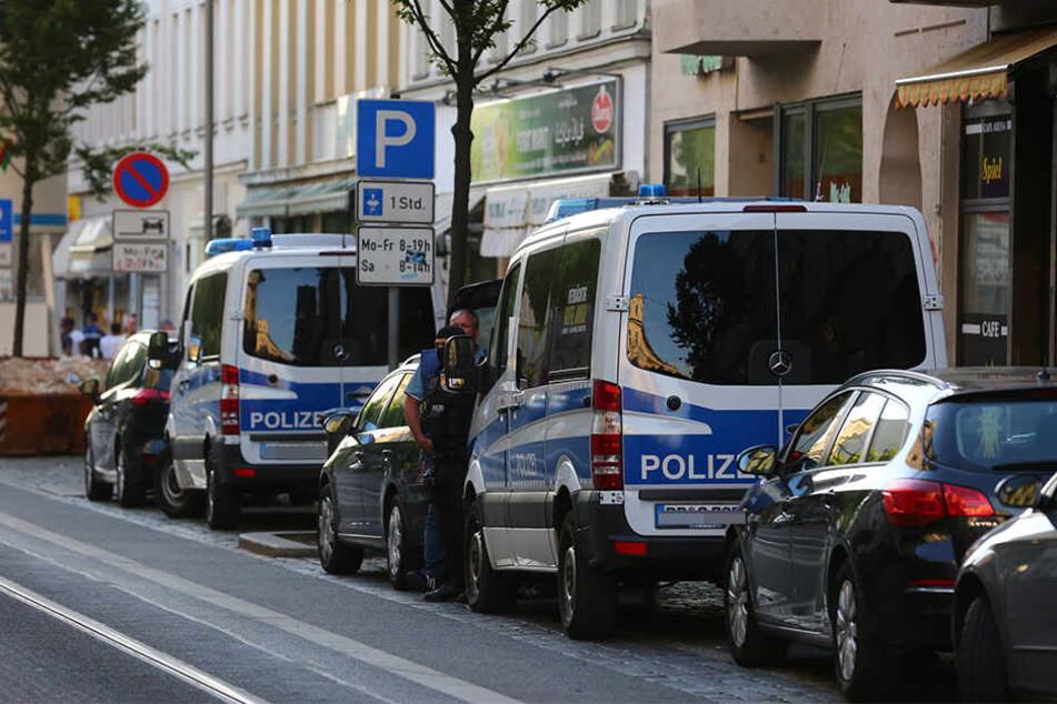 Das Landeskriminalamt hat am Dienstagmorgen sechs mutmaßliche Terroristen festgenommen. Sie sollen Anschläge in Deutschland vorbereitet haben. (Symbolbild)