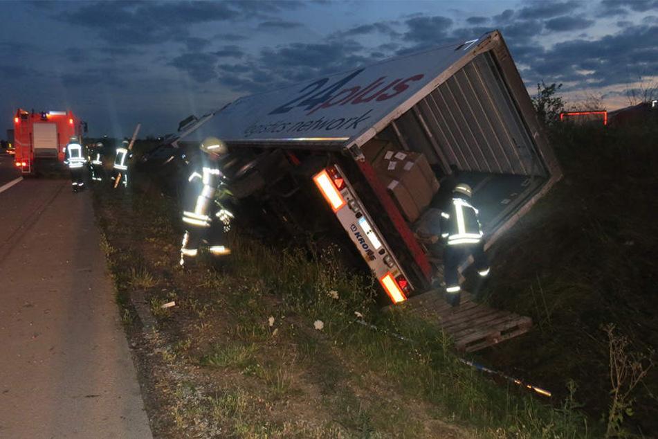 Bei dem Unfall wurde der Lkw-Fahrer verletzt. Er kam ins Krankenhaus Weißenfels.