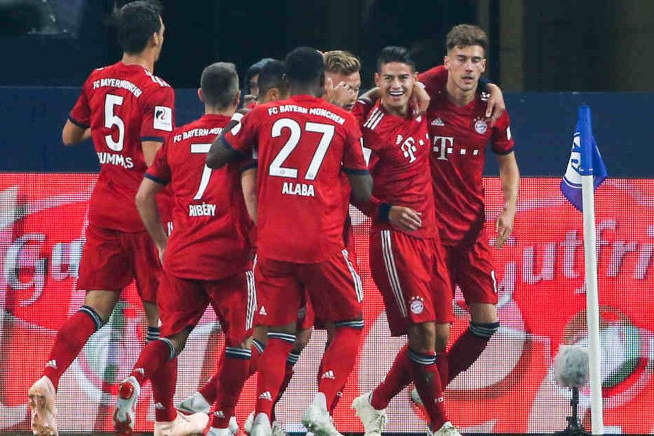 Der FC Bayern dominiert auch auf Schalke.
