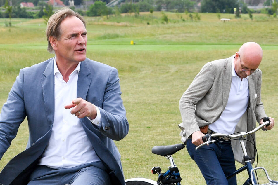 Burkhard Jung und Bernd Wiegand fuhren für den Fototermin am Montag gemeinsam mit dem Fahrrad.
