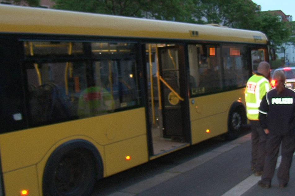 In einem Bus der Dresdner Verkehrsbetriebe kippte der Mann um (Symbolfoto).