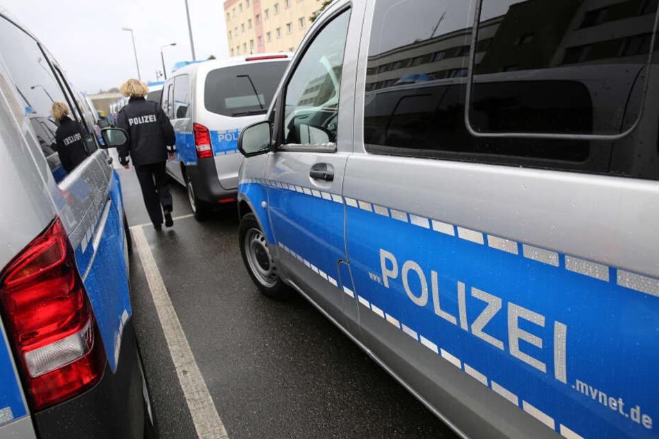 Streifenfahrzeuge für die Landespolizei Mecklenburg-Vorpommern stehen am Polizeipräsidium Rostock.