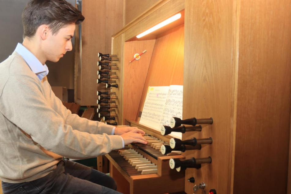 Mindestens vier Stunden spielt Leon Immanuel Sowa (20) täglich.