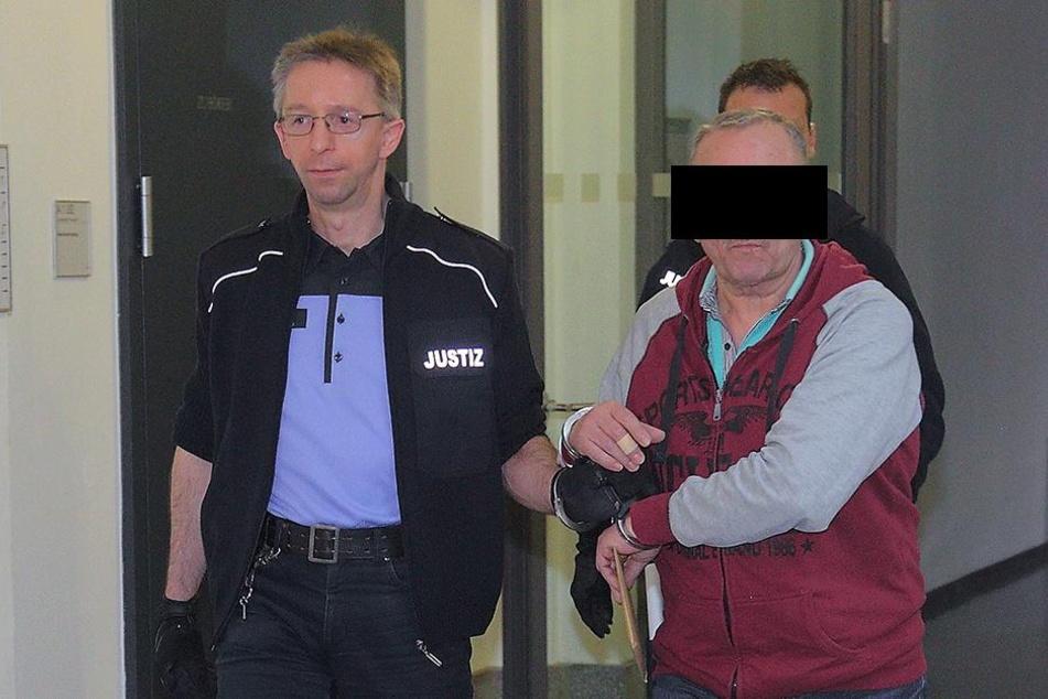 Viktor E. (56) war schon 14-mal zum Alkoholentzug. Bisher erfolglos. Im Suff wird er immer wieder straffällig.