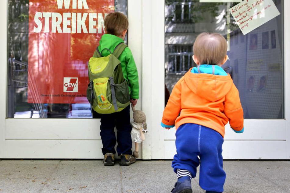 Kinder müssen am Mittwoch in Köln mit geschlossenen Kitas rechnen. (Symbolbild)