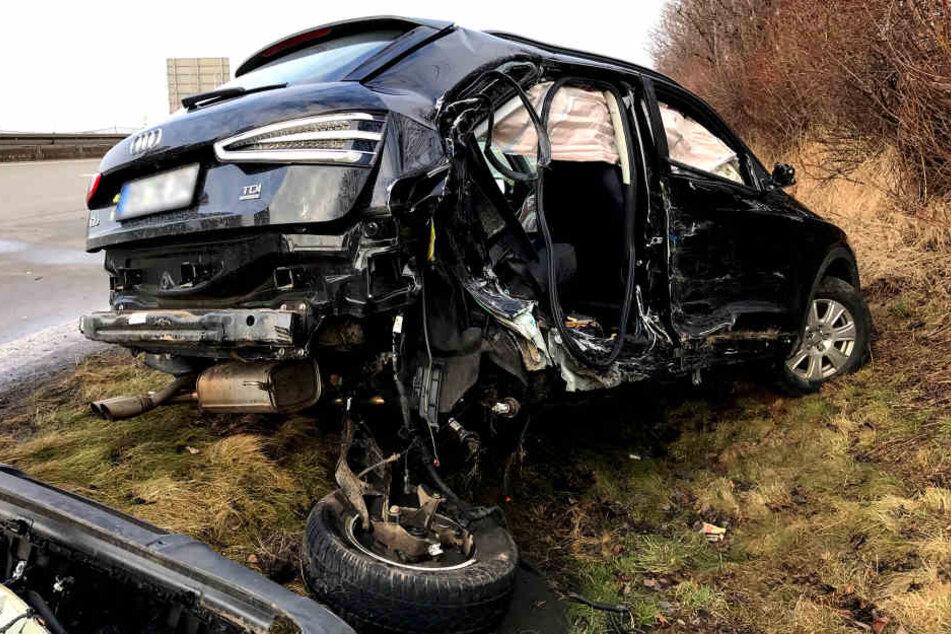 Der Audi hatte die Gefahrensituation offenbar zu spät erkannt und krachte in den Polizeiwagen.