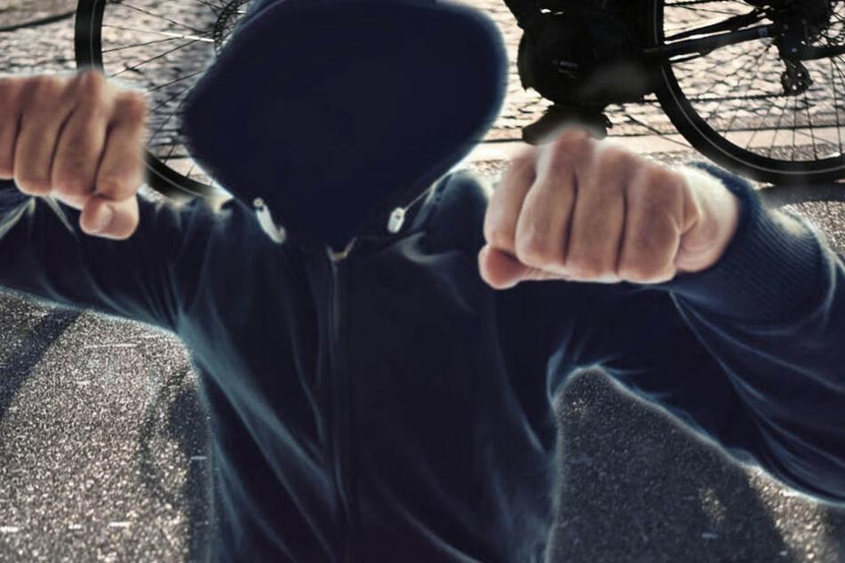 Mit dem Fahrrad wurde der Neunjährige von seinem Peiniger verfolgt. (Symbolbild)