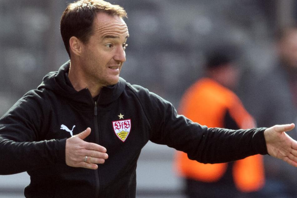 VfB-Interimscoach Nico Willig gegen Hertha BSC an der Seitenlinie.
