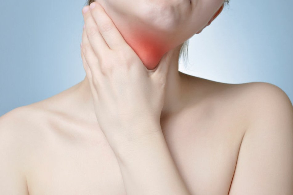 Die Frau brach sich den Kehlkopf. Der Grund ist noch unklar. (Symbolbild)