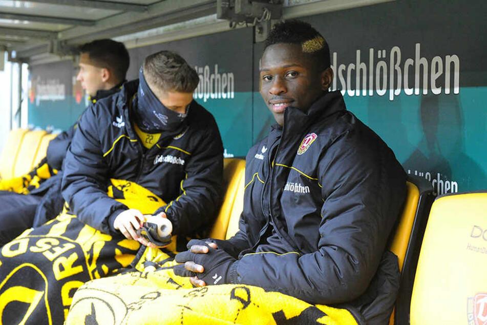 Zunächst musste Moussa Koné (r.) auf der Bank Platz nehmen.