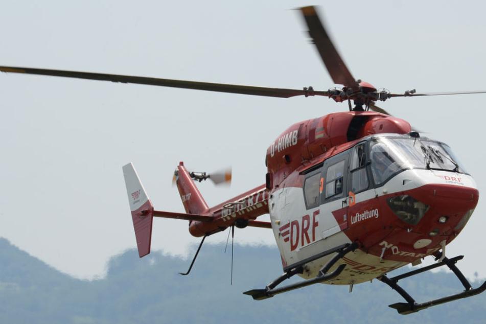 Der schwer verletzte Arbeiter wurde mit einem Rettungsflieger in die Klinik gebracht. (Symbolbild)