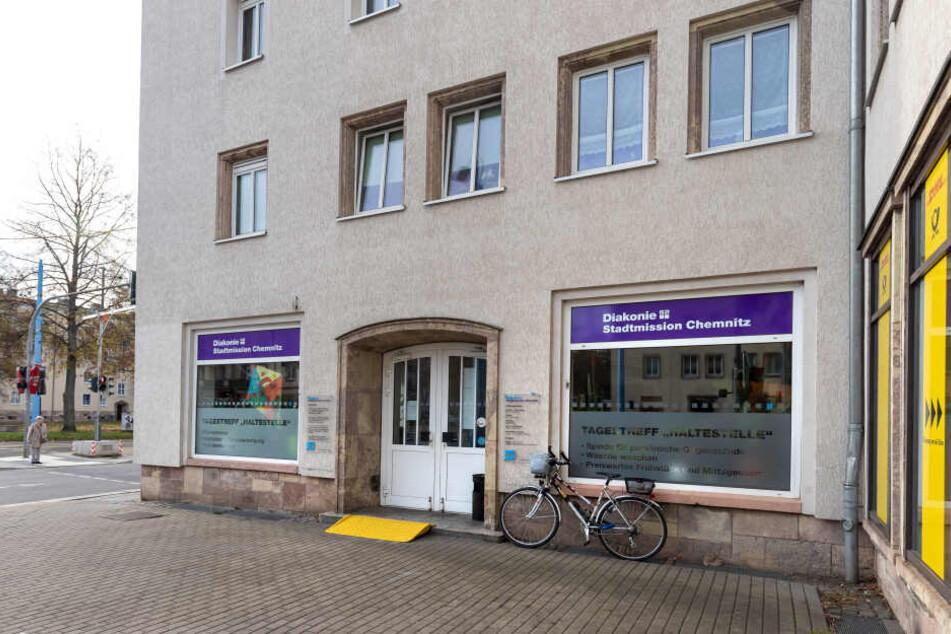 """143 Frauen und Männer hatten im Jahr 2018 eine Postadresse im Tagestreff """"Haltestelle"""" an der Annenstraße."""