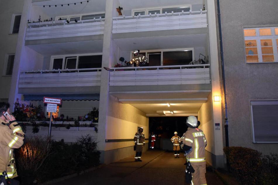 Wegen eines Wohnungsbrandes rückten die Brandbekämpfer gegen 22 Uhr in die Friedrich-Wilhelm-Straße 38 aus.