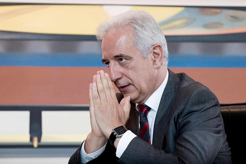 Welche Rolle spielt Stanislaw Tillich (57, CDU). Es steht Aussage gegen Aussage.