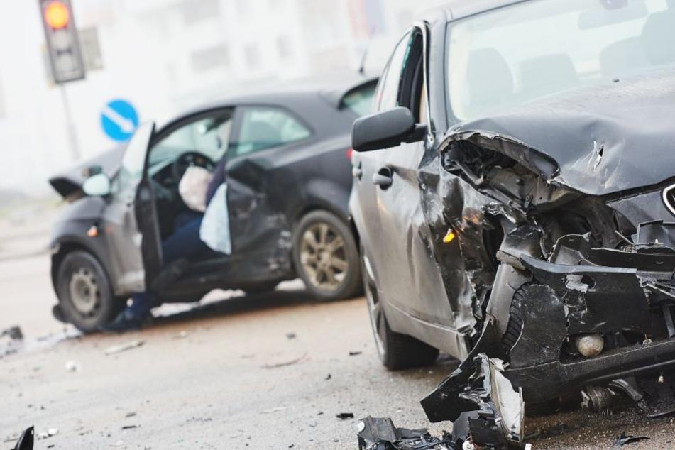 Die Beifahrerin im Audi wurde bei dem Crash schwer verletzt. (Symbolbild)