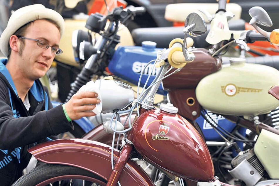 Das Zwickauer Simsontreffen ist das größte in Deutschland. Mehr als 1500 der knatternden Zweitakt-Mopeds werden erwartet.