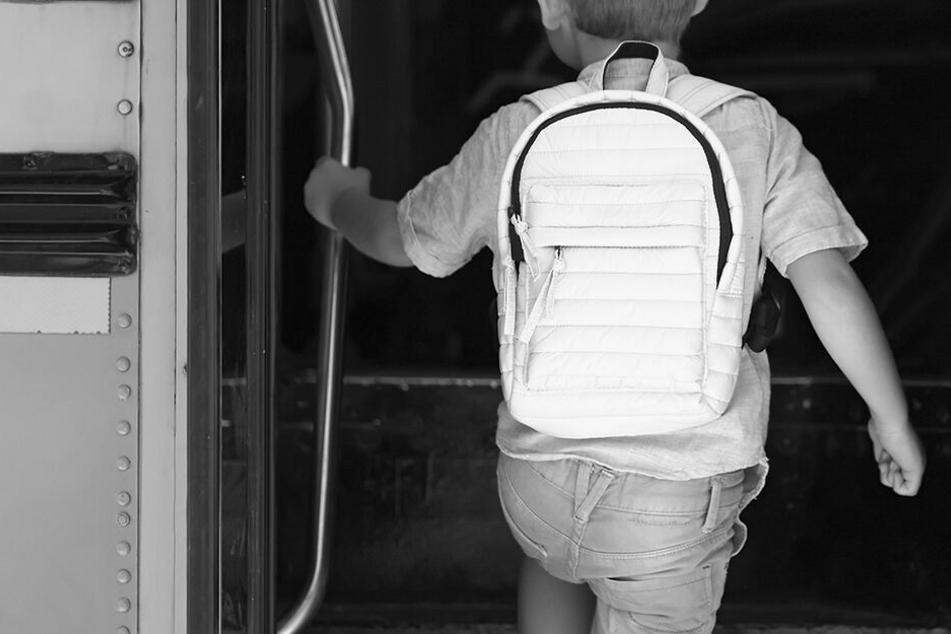 Im Schulbus vergessen! Junge (†6) erstickt qualvoll