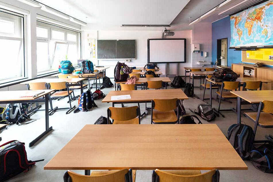 Stühle, Tische, Schulranzen oder eine Tafel gehören in den Klassenraum. Überreste von Körpersäften nicht.