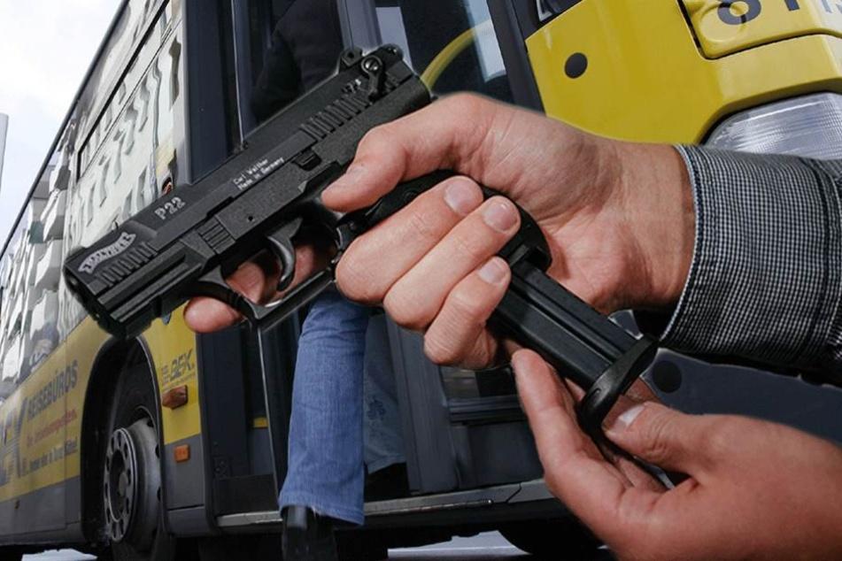 Fahrgast lädt Pistole durch und zielt auf Busfahrer