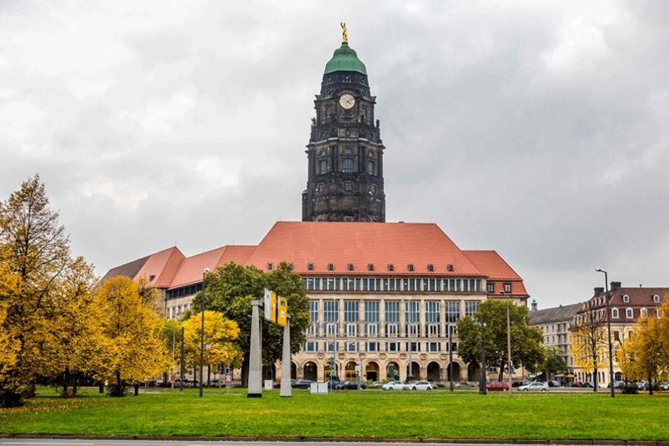 Im Rathaus sorgt sich das Denkmalschutzamt momentan um ein Geländer und nachgebaute Lampen.
