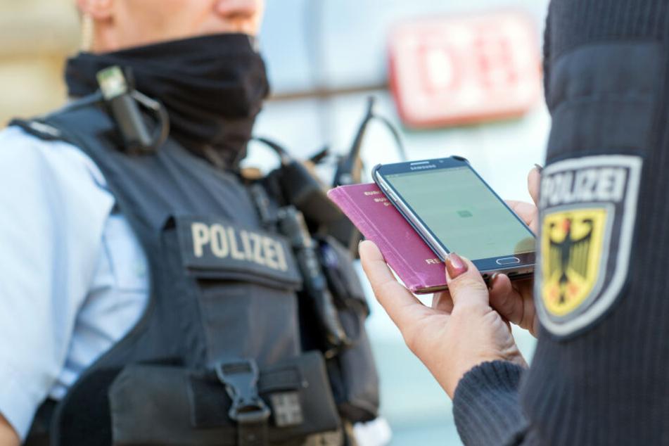 Alleine 800 Polizisten werden an der Übung teilnehmen. (Symbolbild)