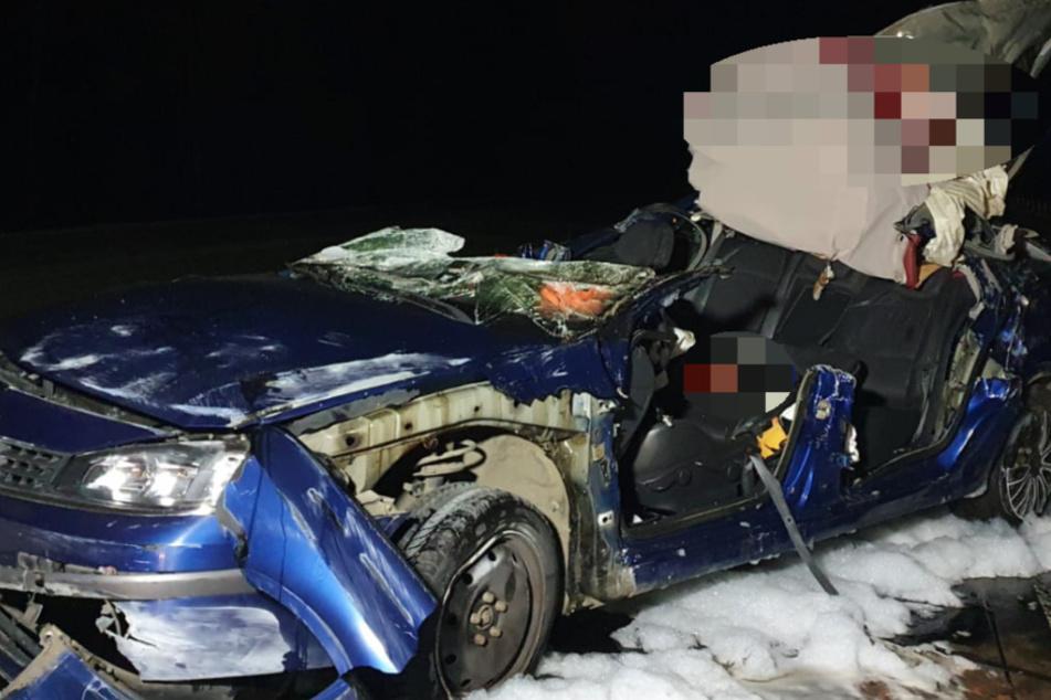 Horror-Unfall auf der A11: Auto fliegt in Gegenverkehr, zwei Tote!