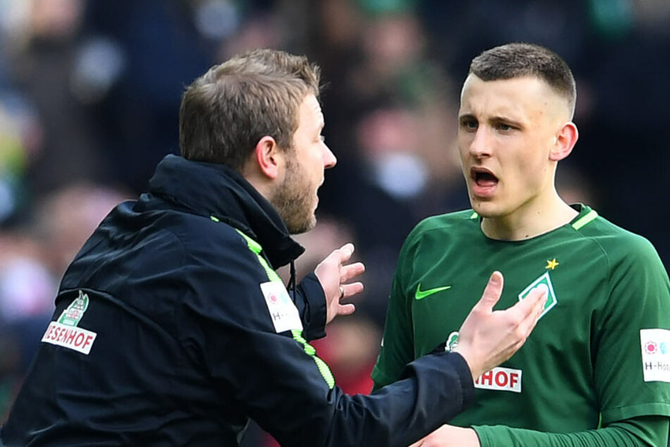 Maximilian Eggestein (rechts) nimmt Anweisungen von Trainer Florian Kohfeldt entgegen.