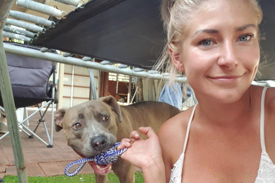 Dieses Bild entstand vor den schrecklichen Geschehnissen: Brooke Carrello mit ihrem geliebten Hund.