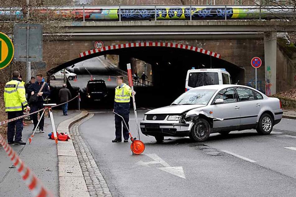 Mit diesem VW raste der Mann im Drogenrausch durch die City. Beim Crash mit einem Streifenwagen entstanden mehr als 20.000 Euro Schaden.