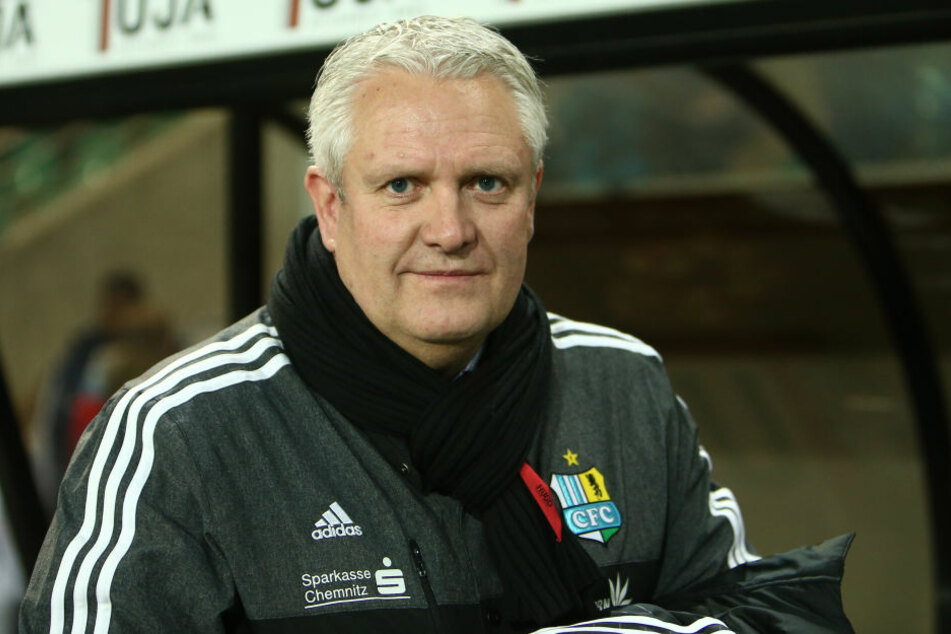 Sportdirektor Stephan Beutel ist auf der Suche nach einem Abwehrspieler.