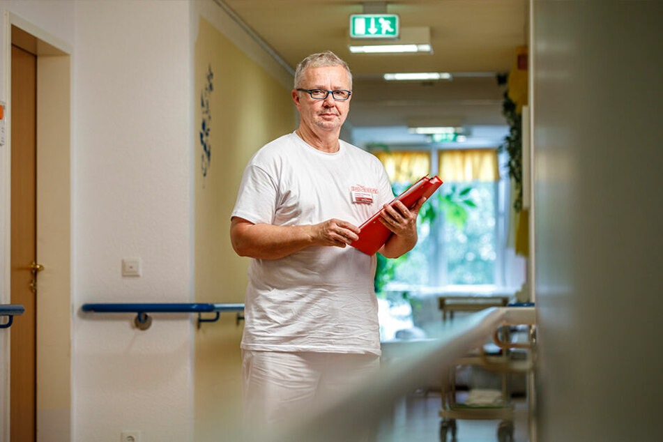 """Nicht anprangern, sondern selber handeln"": Politiker Maximilian Kretzschmar (52) ist jetzt Pflege-Azubi."