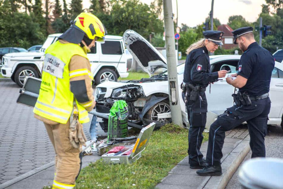 Die Unfallaufnahme erfolgte durch die Polizei, rettend eingegriffen hatte bei dem Unfall allerdings die Feuerwehr von Airbus.