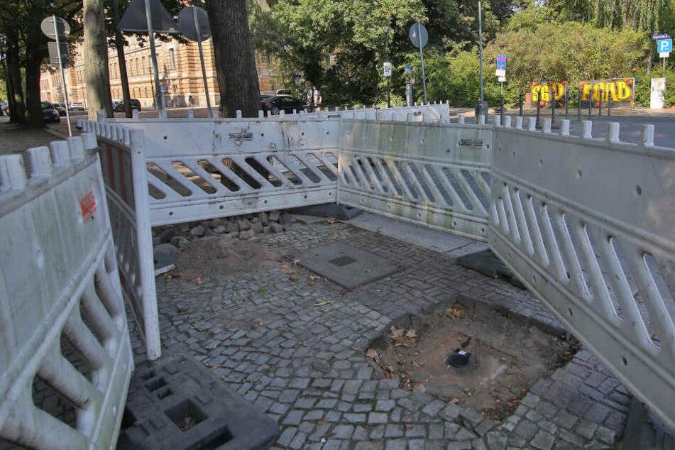 Im Zuge der Sanierung der Albertbrücke und Sachsenallee wurde die Ziegelstraße nun gesperrt, die Ampel damit überflüssig und abmontiert.