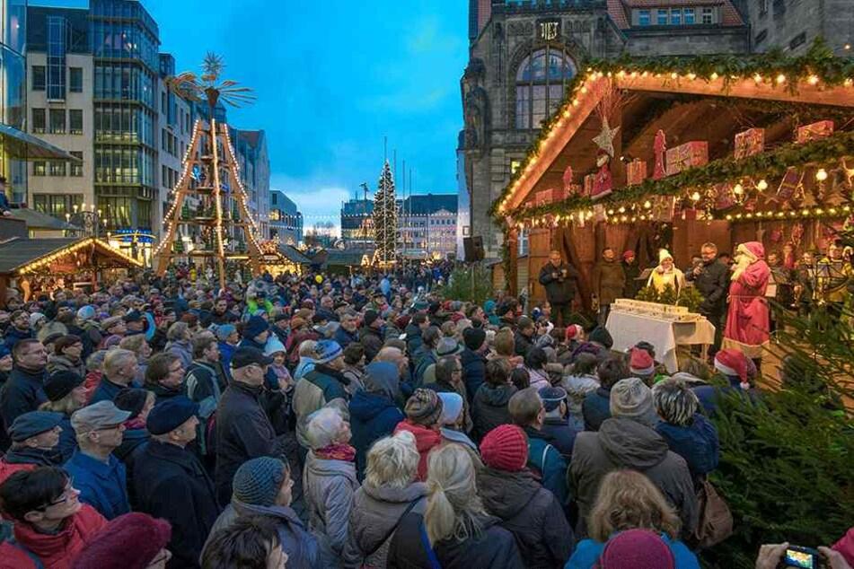 Bis 23. Dezember hat der Weihnachtsmarkt täglich von 10 bis 21 Uhr für Besucher geöffnet. Über 200 Buden locken mit Leckereien und Geschenken.