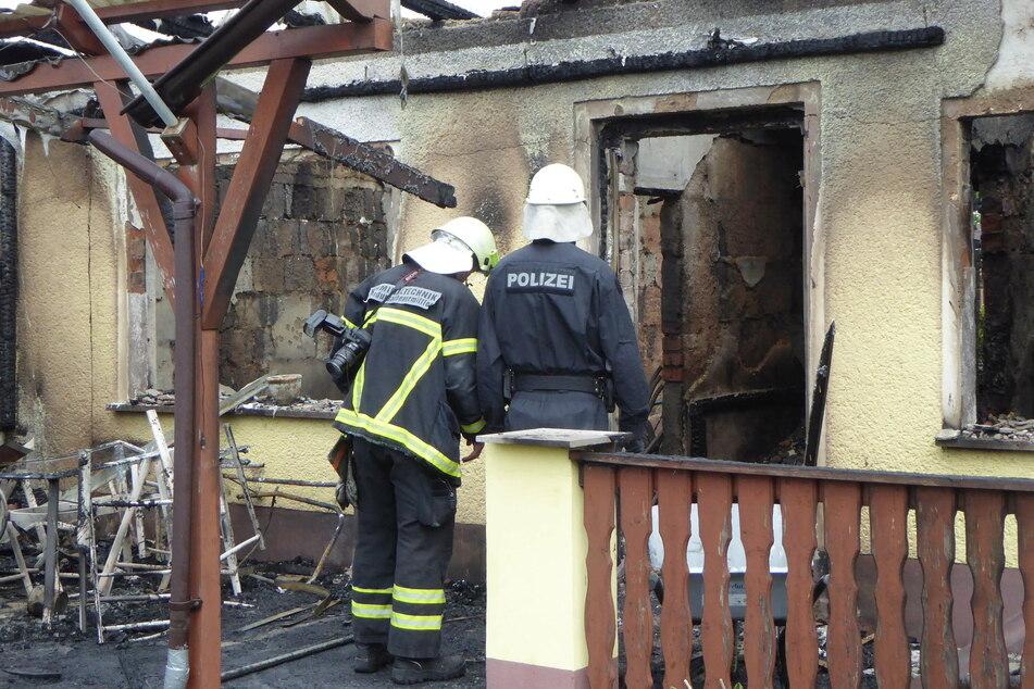 Zwei Lauben gehen in Flammen auf: War es ein Brandstiftung?