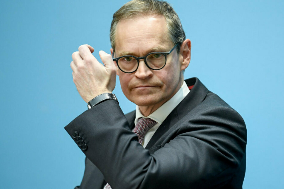 Michael Müller (SPD), Berlins Regierender Bürgermeister des Landes Berlin, gestikuliert bei der Senats-Pk.