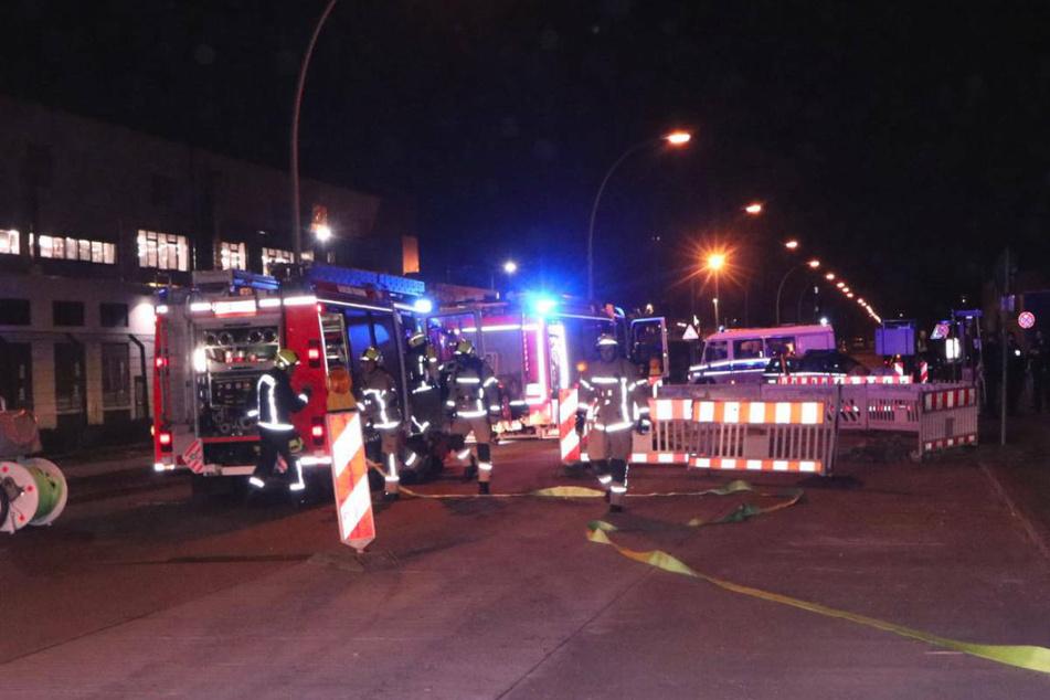 Die Berliner Feuerwehr musste in der Nacht zu Donnerstag zu zwei Großeinsätzen ausrücken.