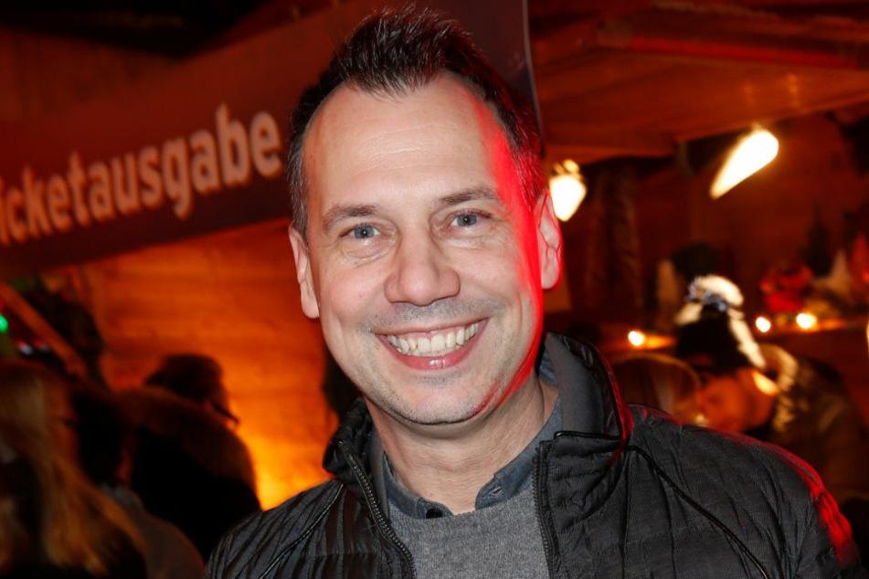 Sebastian Fitzek (49) kommt im Dezember 2019 zur Premiere des Roncalli-Weihnachtszirkus. Am Donnerstagabend hat der Autor stolz die Geburt seines Sohnes Oskar bei Instagram verkündet.