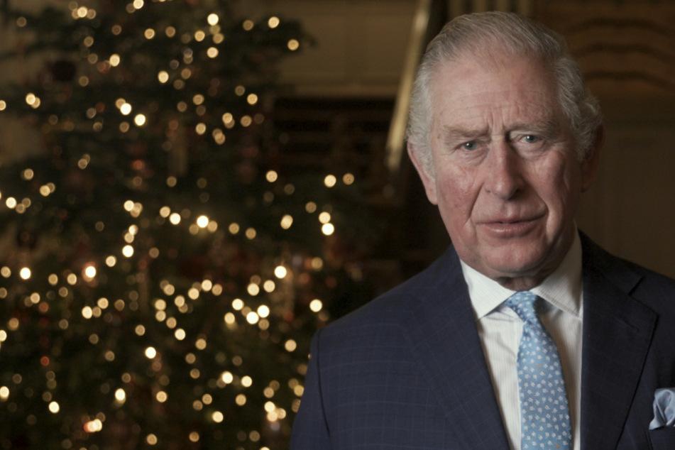 Kuriose Spenden-Aktion: Charles, Camilla und Bond-Stars lesen Gedicht