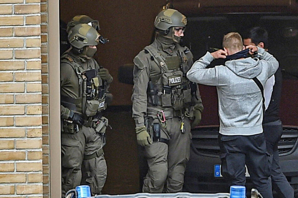 Vor Prozessauftakt: Warum vergrub Elitesoldat zwei Kilo Sprengstoff und 7000 Schuss Munition?