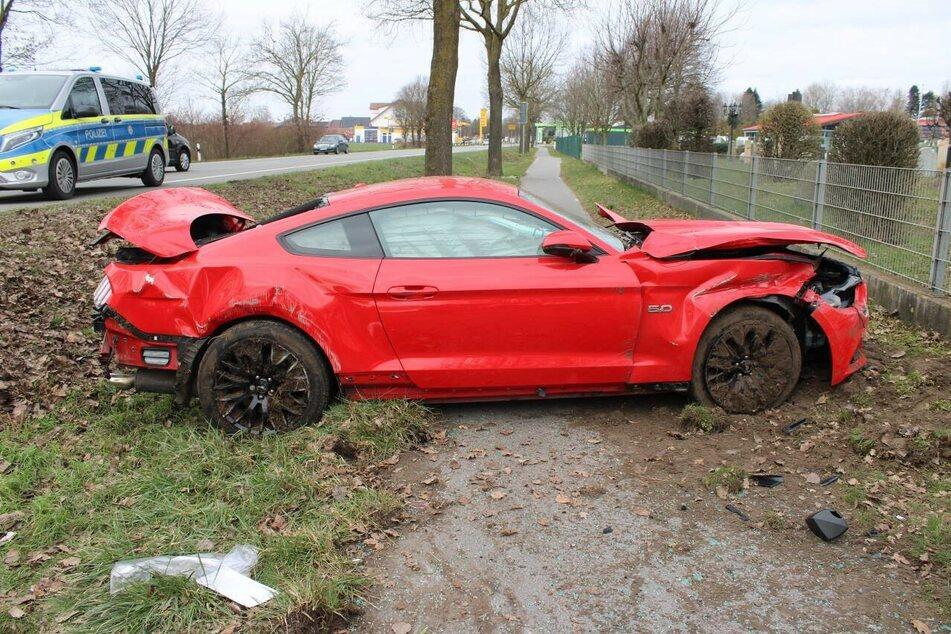 Unfall bei Mustang-Probefahrt: Beifahrerin schwer verletzt