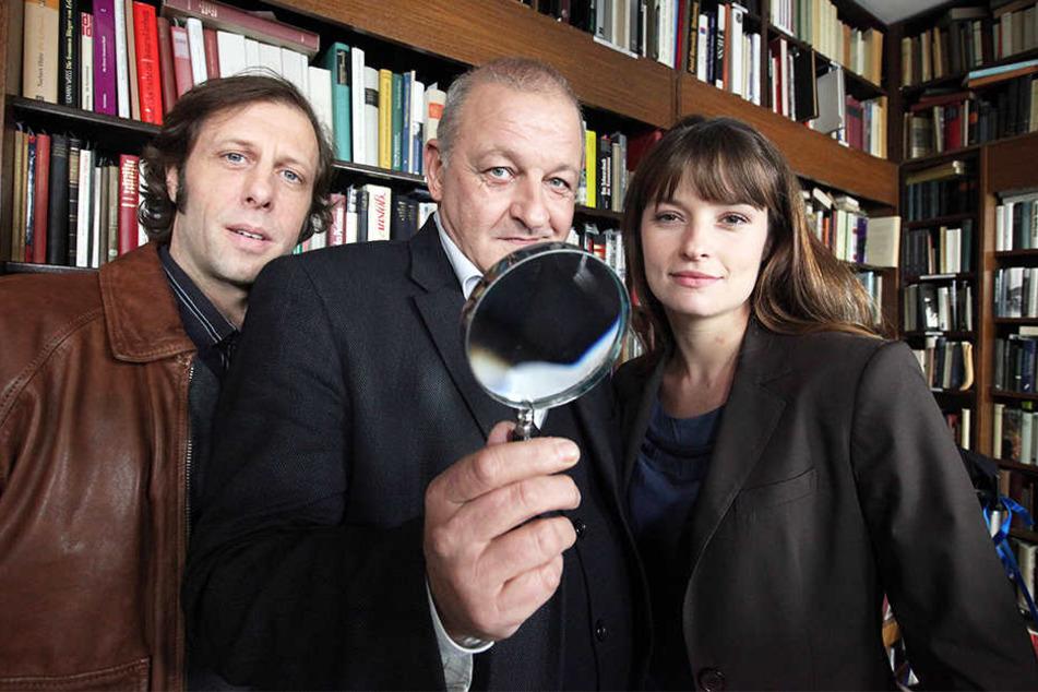 Leonard Lansink (Mitte) spielt Georg Wilsberg. An seiner Seite sind Oliver Korittke (links) und Ina Paule Klink.