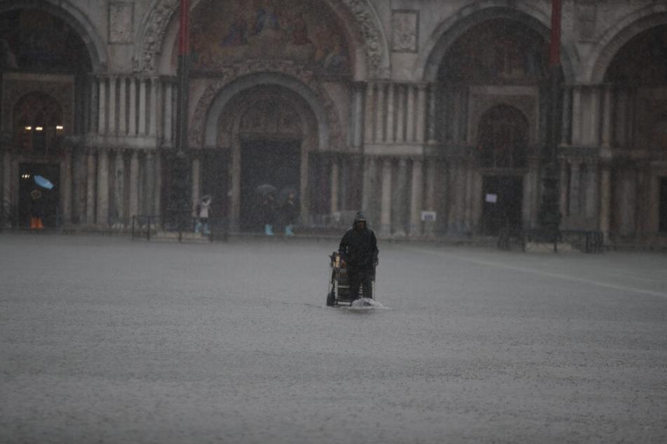 Land unter in Venedig.