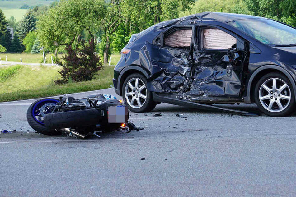 Auf der B96 kam es am Samstagmorgen zu einem schrecklichen Verkehrsunfall.