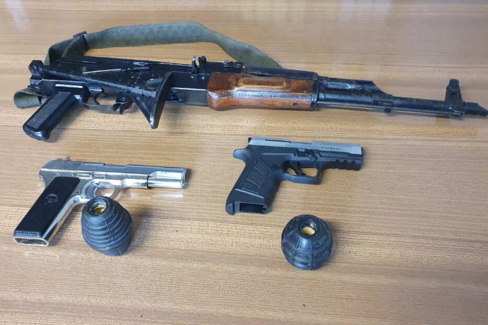 Nur ein kleiner Teil der beschlagnahmten Waffen.