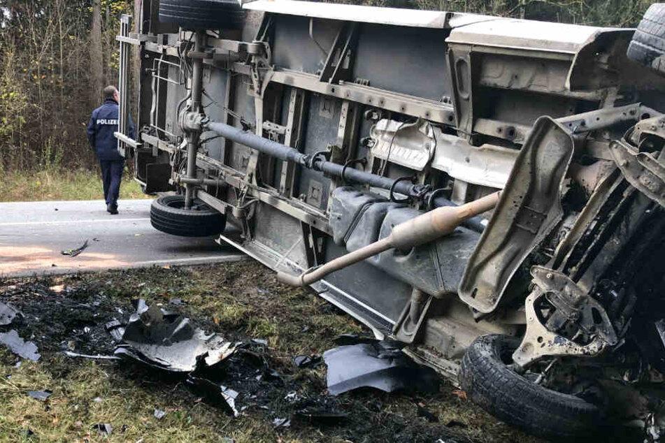 Auf der Staatsstraße 2044 hat sich in Bayern ein folgenschwerer Unfall ereignet.
