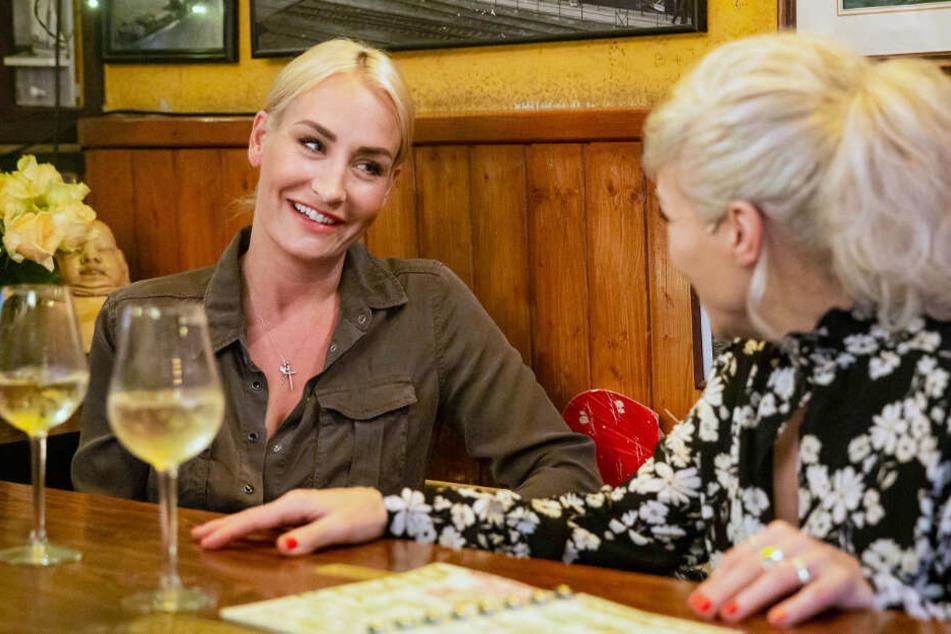 Sarah Connor (links) mit Ina Müller im Gespräch.
