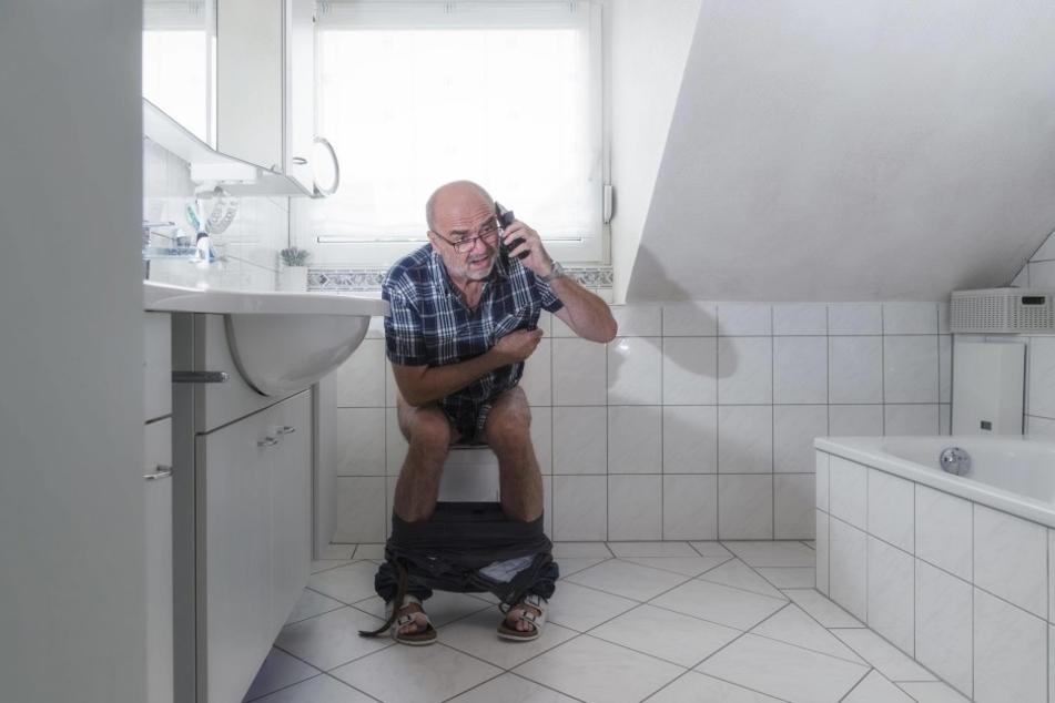 Auf der Toilette telefonieren? Ganz schlechte Idee!