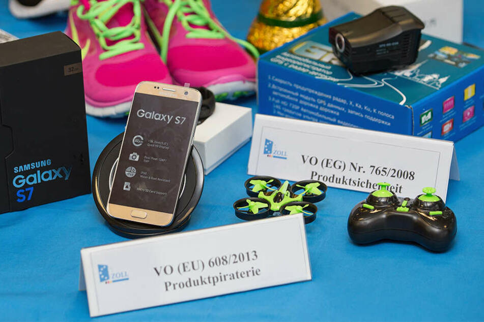 Handys, Spielkonsolen oder Schuhe: All dies sind beliebte Fälscher-Artikel.