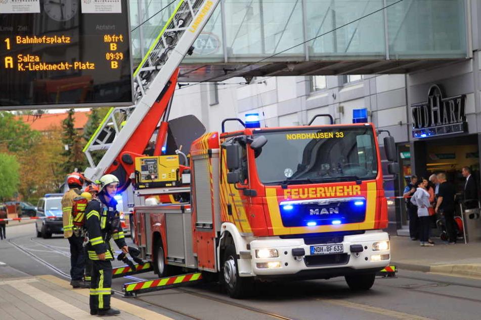 Die Feuerwehr musste anrücken und das Einkaufszentrum absperren.